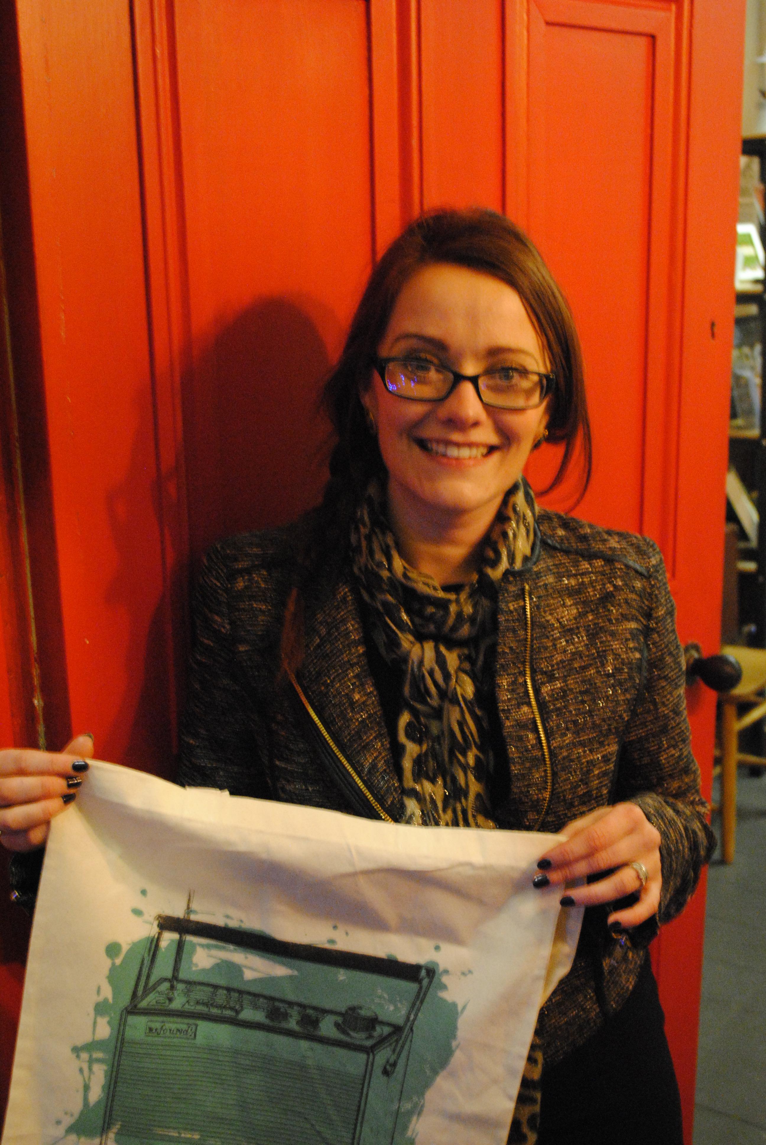 Deborah & her vintage radio bag